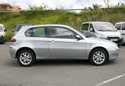 ALFA ROMEO 147 hatchback boczny prawy