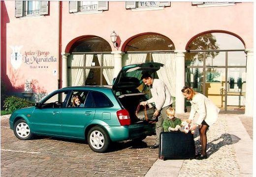 MAZDA 323 hatchback zielony tylny lewy