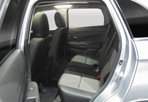 MITSUBISHI ASX hatchback silver grey wnętrze