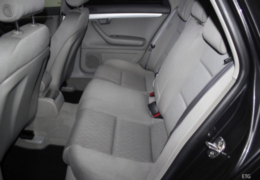 AUDI A4 Avant 8E II kombi wnętrze