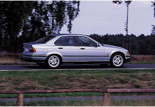BMW Seria 3 E36 sedan silver grey tylny prawy