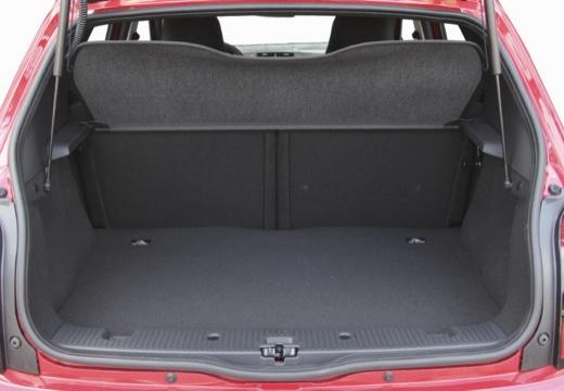 RENAULT Twingo VI hatchback czerwony jasny przestrzeń załadunkowa