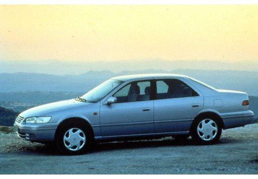 Toyota Camry sedan boczny lewy