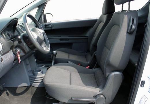 MITSUBISHI Colt hatchback biały wnętrze