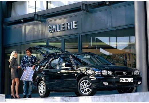 Toyota Corolla kombi czarny przedni prawy