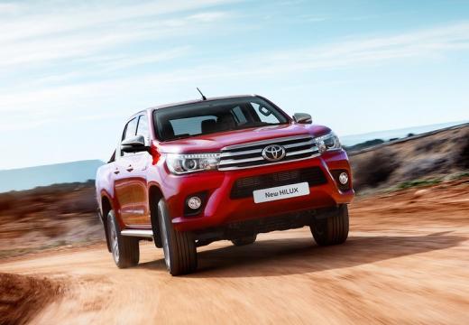 Toyota HiLux pickup czerwony jasny przedni prawy