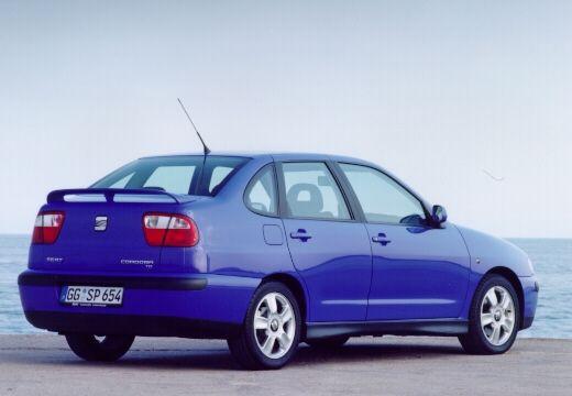 SEAT Cordoba sedan niebieski jasny tylny prawy