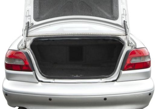 VOLVO C70 coupe silver grey przestrzeń załadunkowa