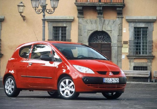 MITSUBISHI Colt V hatchback czerwony jasny przedni prawy