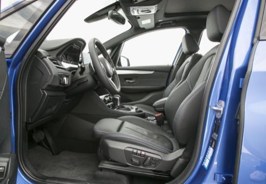 BMW Seria 2 kombi wnętrze