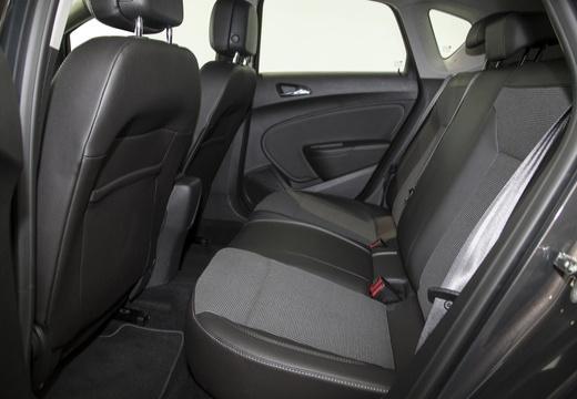 OPEL Astra IV II hatchback czarny wnętrze