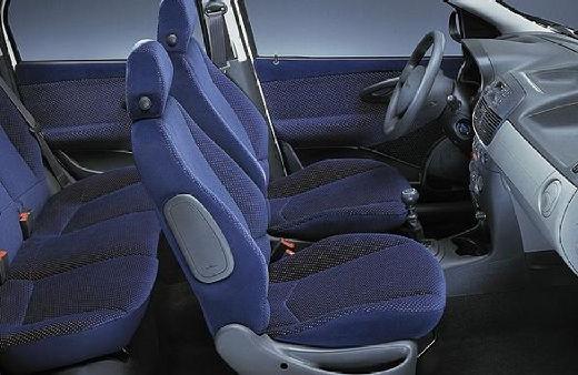 FIAT Punto II I hatchback wnętrze