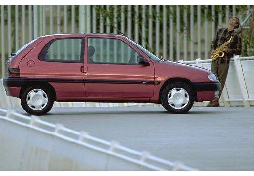 CITROEN Saxo hatchback czerwony jasny boczny prawy