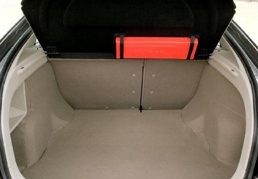 NISSAN Primera V hatchback szary ciemny przestrzeń załadunkowa