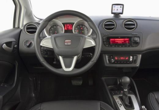 SEAT Ibiza V hatchback biały tablica rozdzielcza