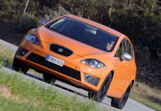 SEAT Leon III hatchback pomarańczowy przedni lewy
