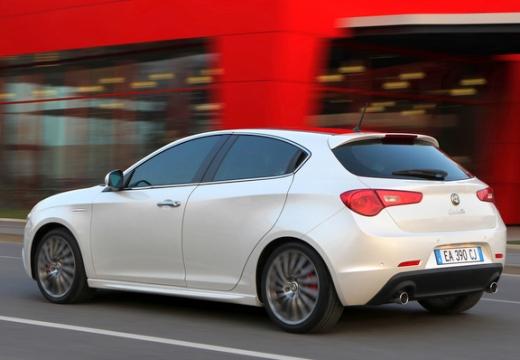 ALFA ROMEO Giulietta II hatchback biały tylny lewy
