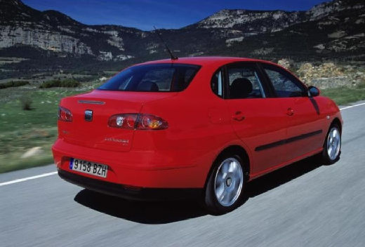 SEAT Cordoba sedan czerwony jasny tylny prawy