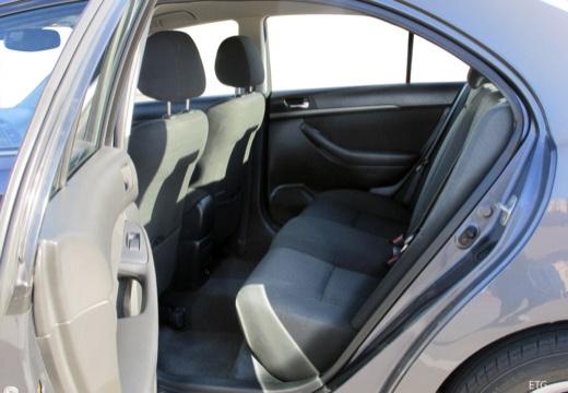 Toyota Avensis III sedan wnętrze