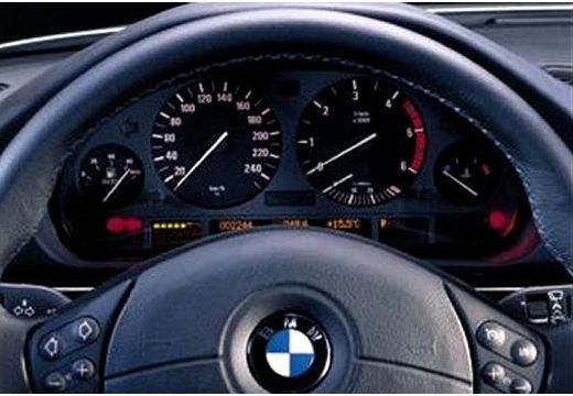 BMW Seria 7 E38 sedan tablica rozdzielcza
