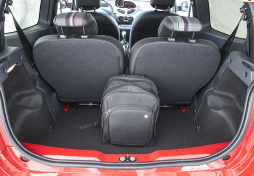 RENAULT Twingo hatchback czerwony jasny przestrzeń załadunkowa