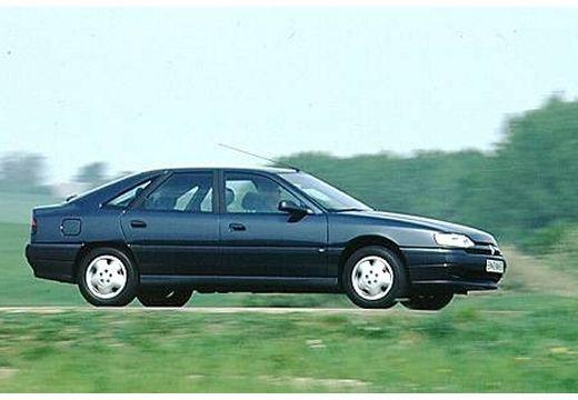 RENAULT Safrane hatchback przedni prawy