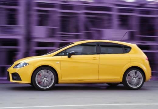 SEAT Leon II hatchback żółty boczny lewy