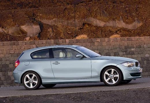 BMW Seria 1 E81 hatchback silver grey boczny prawy