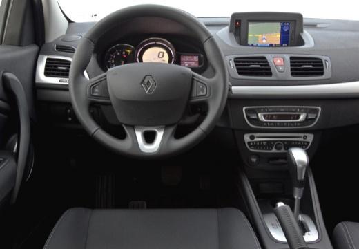 RENAULT Megane III Coupe I hatchback czerwony jasny tablica rozdzielcza