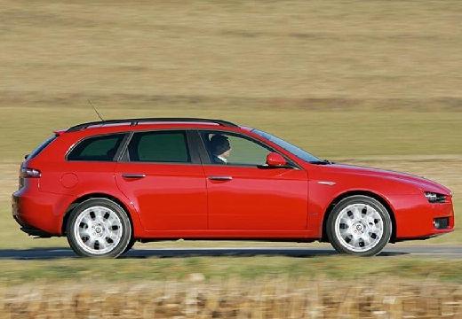 ALFA ROMEO 159 Sportwagon kombi czerwony jasny boczny prawy