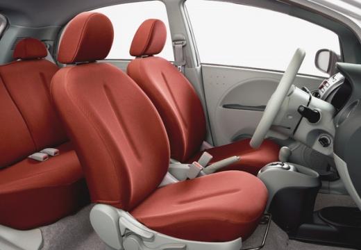 MITSUBISHI i-MiEV hatchback wnętrze