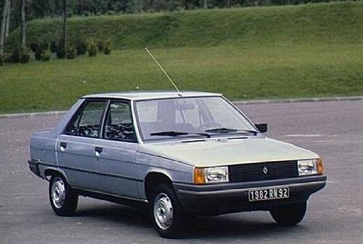 RENAULT R9 sedan niebieski jasny przedni prawy