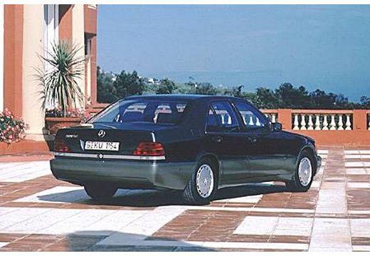 MERCEDES-BENZ Klasa S W140 I sedan czarny tylny prawy