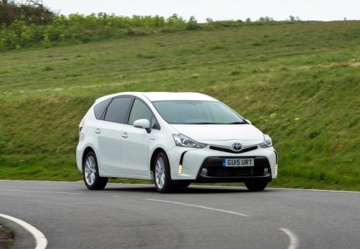 Toyota Prius kombi biały przedni prawy