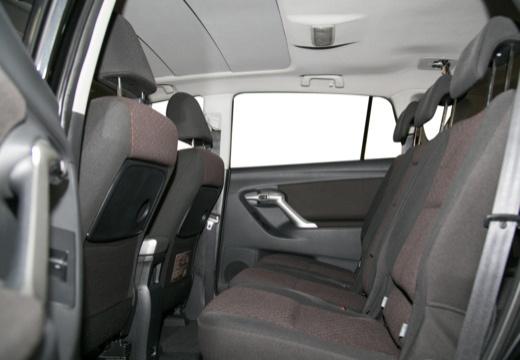 Toyota Verso kombi mpv czarny wnętrze