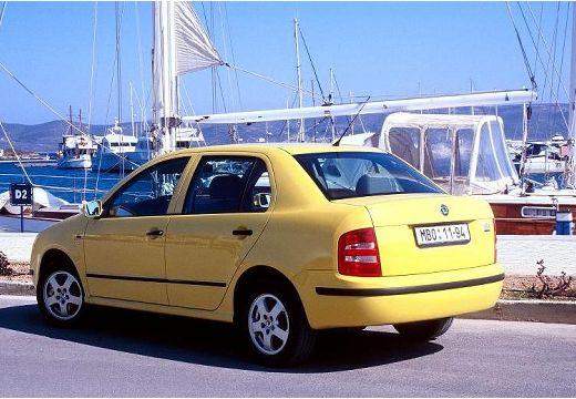 SKODA Fabia II sedan żółty tylny lewy