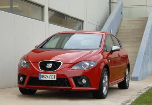 SEAT Leon II hatchback czerwony jasny przedni lewy