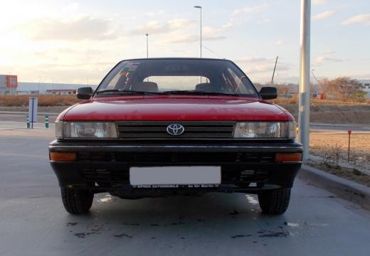 Toyota Corolla hatchback przedni