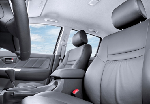 Toyota HiLux pickup wnętrze