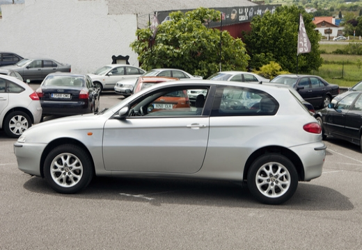 ALFA ROMEO 147 hatchback boczny lewy