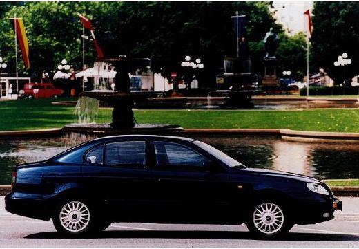 DAEWOO / FSO Leganza I sedan czarny boczny prawy