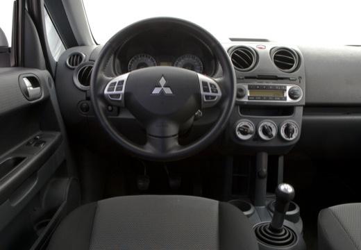 MITSUBISHI Colt VI hatchback biały tablica rozdzielcza
