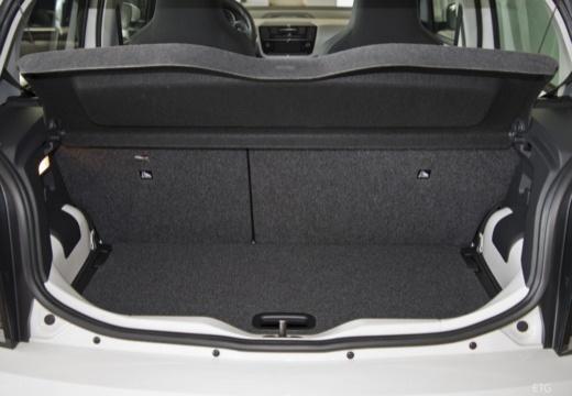 VOLKSWAGEN up e- FL hatchback biały przestrzeń załadunkowa