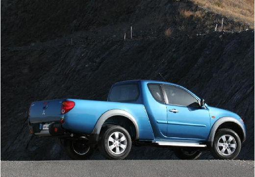 MITSUBISHI L 200 II pickup niebieski jasny tylny prawy