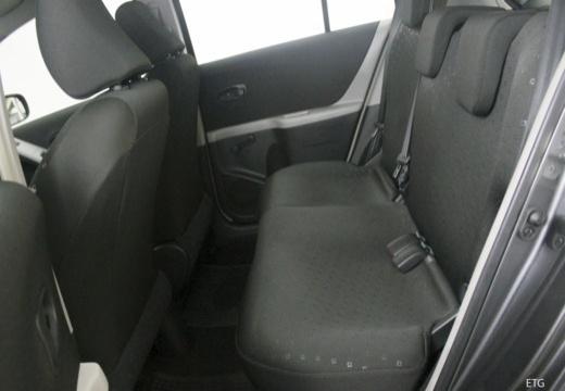 Toyota Yaris III hatchback wnętrze