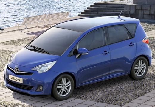 Toyota Verso-S hatchback niebieski jasny