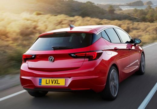 OPEL Astra V I hatchback czerwony jasny tylny prawy