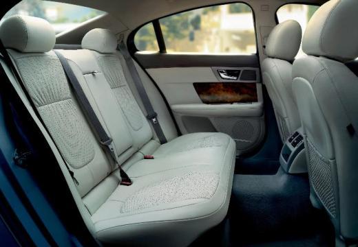 JAGUAR XF I sedan silver grey wnętrze