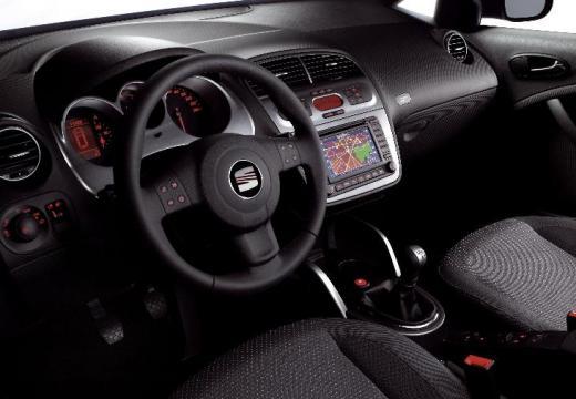 SEAT Altea hatchback czerwony jasny tablica rozdzielcza