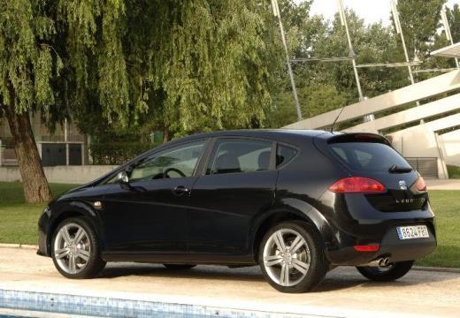 SEAT Leon II hatchback czarny tylny lewy